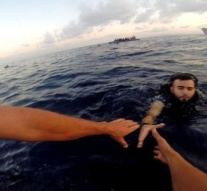 Migrant crisis: About 100 missing after boat sinks off Libyan coast