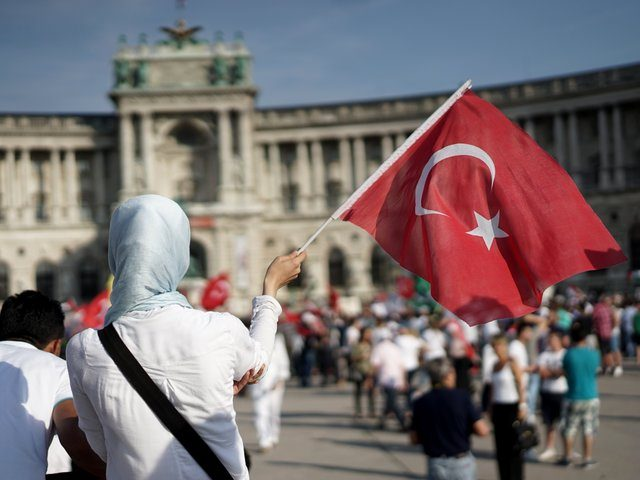 Turkish Migrants Form New Political Party in Austria