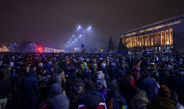 Romanians continue calls for government to resign