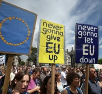 Thousands demonstrate in London against leaving the EU
