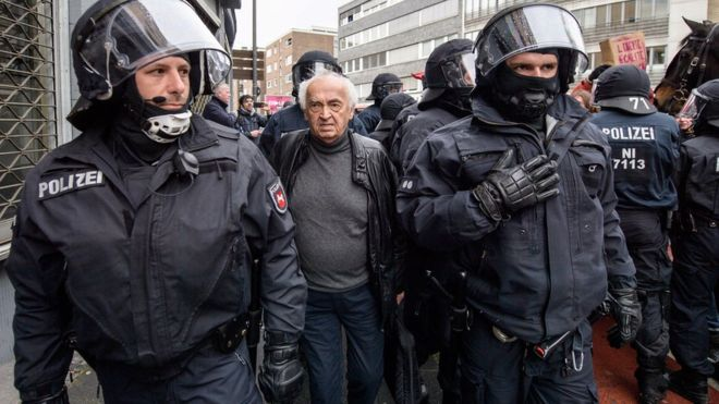 Germany AfD: Protesters and police clash as right-wingers meet