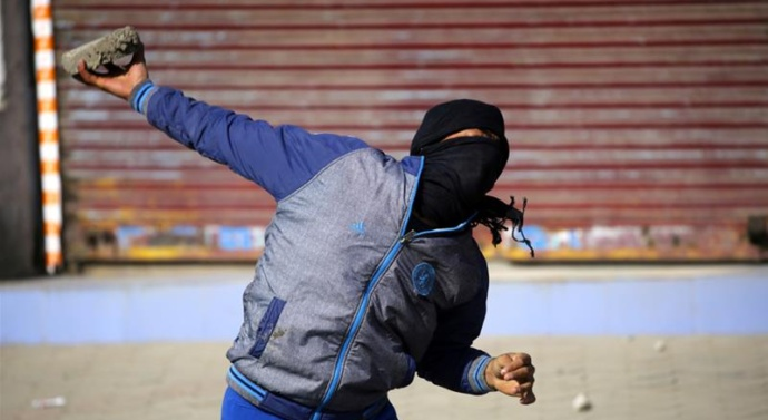 India probes video of 'human shield' in Kashmir