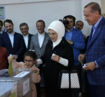 Turkish 'Yes' lead narrows to 51.7 percent in final stages of count