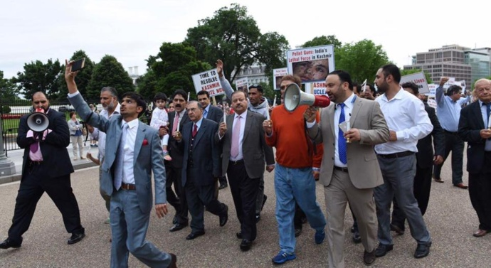 Kashmiris stage huge demonstration in front of the White House