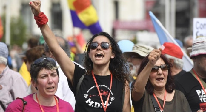 Spain: Thousands rally in 'March of Dignity'