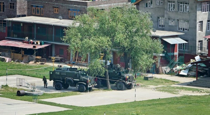 Srinagar: 14-hr encounter ends after 2 militants killed, 2 army men injured
