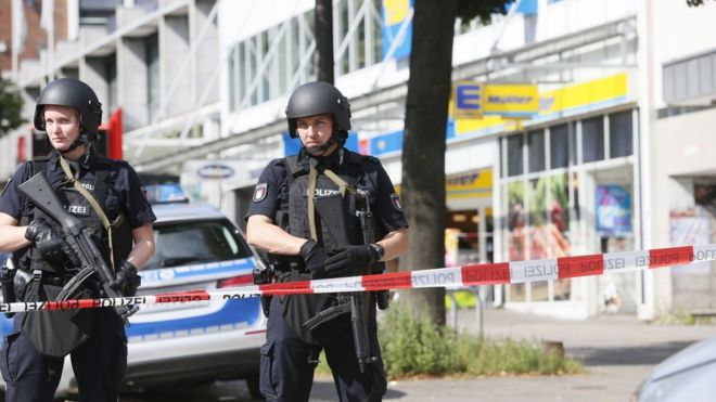 Germany: Hamburg supermarket attack leaves one dead