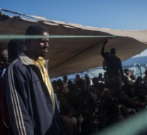 Europe migrant crisis: Italy threatens to close ports as ministers meet