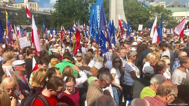 Poles rally against controversial reform of judiciary