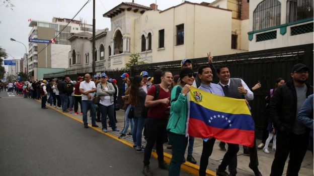 Venezuela referendum: Big show of support for opposition