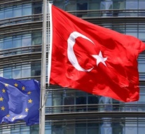 EU lawmakers call for freeze in Turkey accession talks