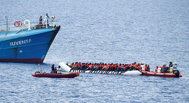 Armed group stopping migrants leaving Libya