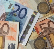 Euro slips after German election results