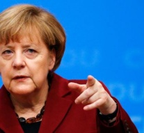 ´Bring home the bacon,´ Merkel tells voters on eve of poll