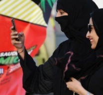 Saudi Arabia to lift ban on internet calls