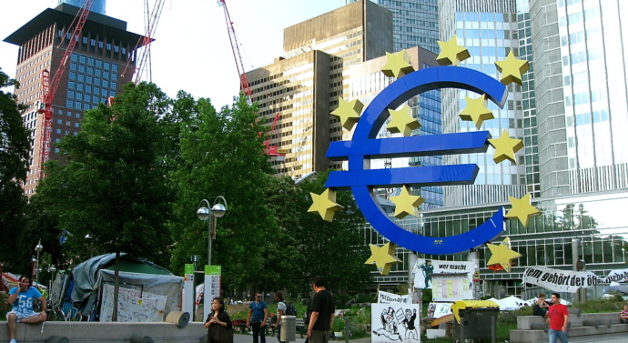 ECB to halve €60bn bond-buying programme