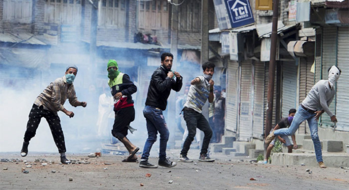 Indian authorities detain Hurriyet leaders following call for protest in Kashmir