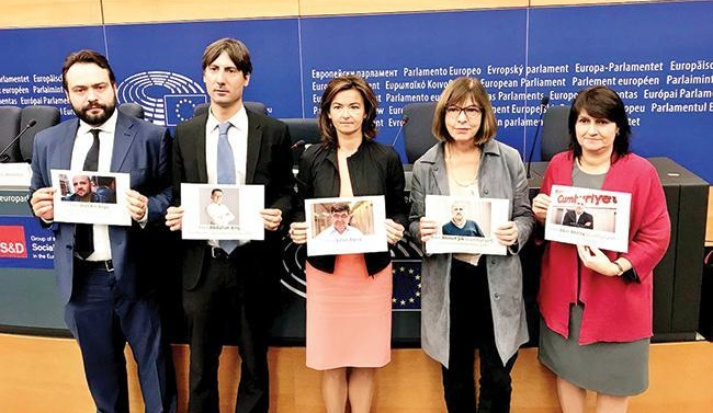 European MPs show support for jailed journalists in Turkey