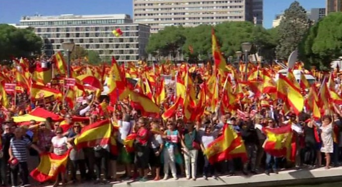 Thousands rally for Spanish unity