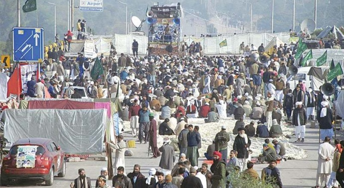 Pak interor minister wants more time to end Islamabad's siege