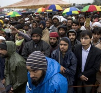 Pakistan government calls radical groups for talks after clashes in Islamabad