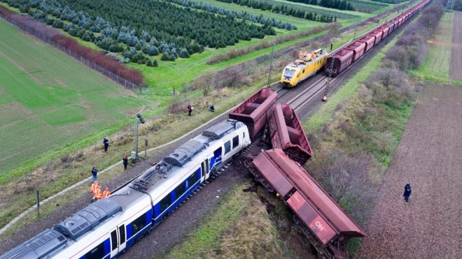 Germany train: Collision near Düsseldorf injures dozens