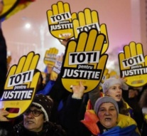 Romanians protest over 'judicial reforms'