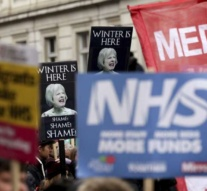 Thousands protest UK health services