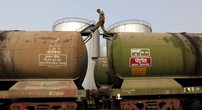 India preparing for 'cut in oil imports from Iran'