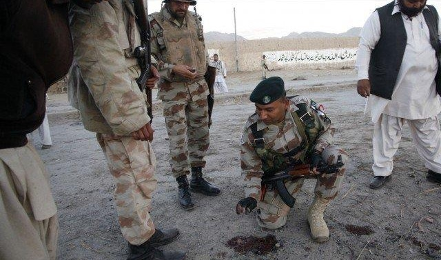 Pakistan: Three FC soldiers martyred, two others injured in suicide attack
