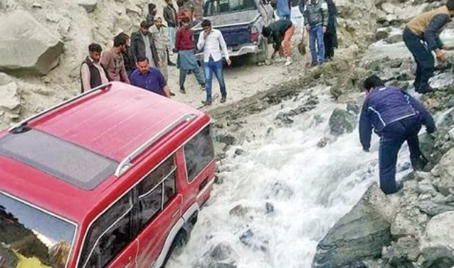 Kashmmir: Bad roads, lack of accommodation trouble tourists in GB