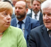 Merkel ally offers to resign over migrants