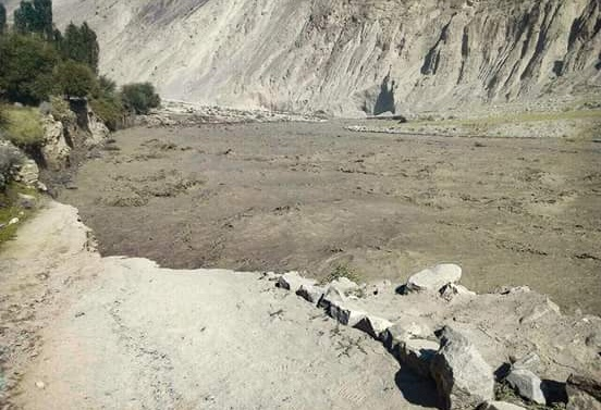 Kashmir: Glacier blocked the flow of River in Ghizer
