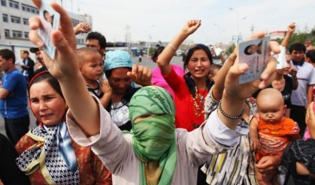 China Uighurs: One million held in political camps, UN told