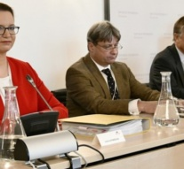 Austria: BAT-Enquiry Committee; Formality harbors explosives