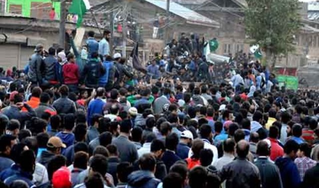 Kashmir: Thousands march with bodies of two slain militants, civilian in Srinagar