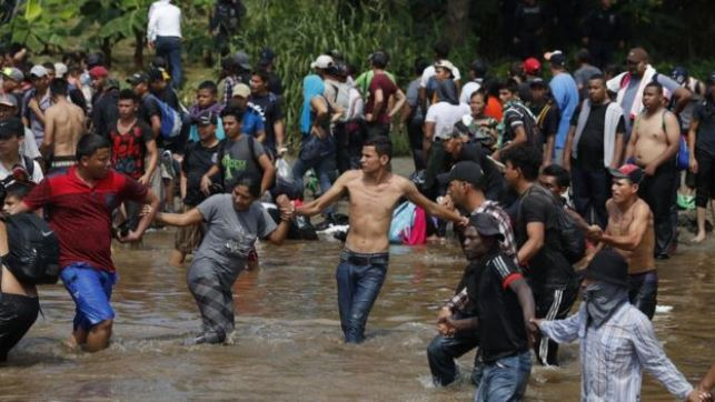 Migrant crisis: US sending 5,200 troops to border with Mexico
