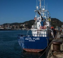 Only one signature prevents this Spanish rescue boat from sailing into the Med