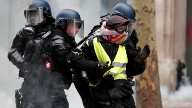 Yellow vest protests: French PM Édouard Philippe seeks 'unity' after unrest