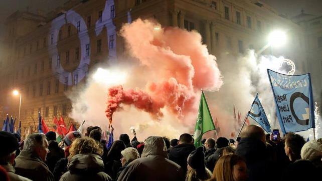 Hungary's 'slave law': Fresh protests in Budapest on Friday evening