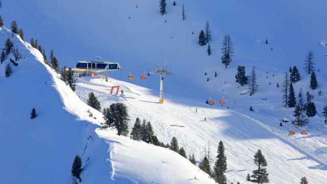 Skiing tourists in Austria rescued from a chairlift