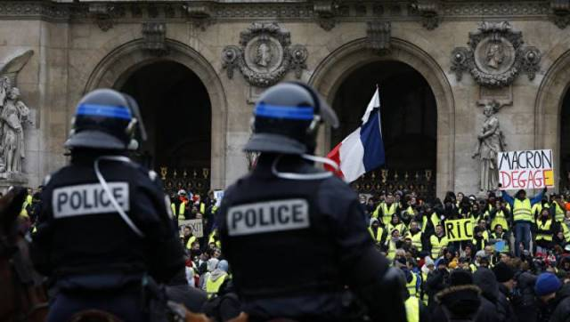 France plans to toughen laws in response to Yellow Vest protests