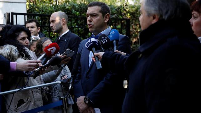 Greece's Tsipras calls confidence vote after coalition partner quits