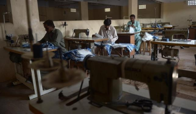Workers in Pakistan's garment industry face abuse: HRW