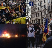Spain: Burnt tires & clashes with police as pro-independence protests grip Catalonia