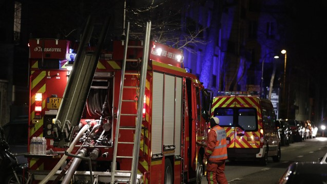 Eight die in huge Paris fire, 'criminal' investigation launched