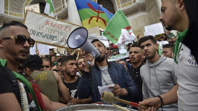 'The B's must go': Algerians keep up pressure on old guard