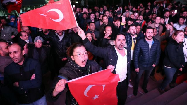 Turkey local elections: Erdogan loses grip on capital as Istanbul is disputed