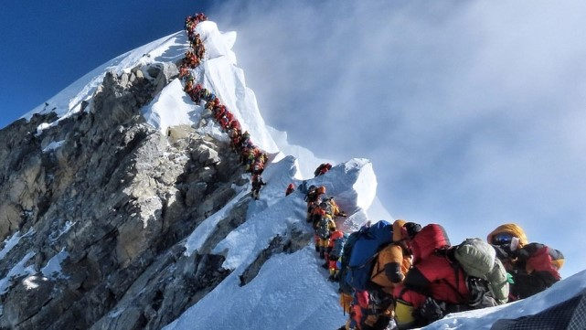 This remarkable picture shows the deadly overcrowding on Mount Everest