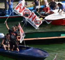 Venice protesters call for ban on large vessels after crash